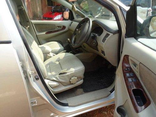 2009 Toyota Innova 2.5 VX 7 STR BSIV MT in Kolkata