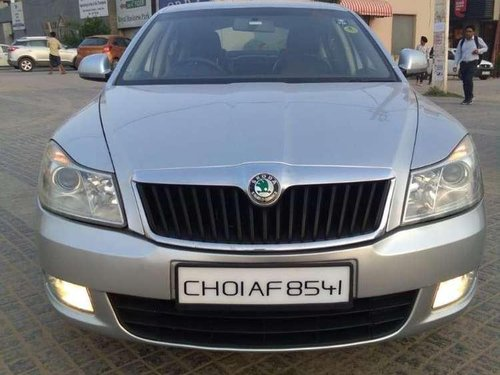 Skoda Laura Ambiente 2.0 TDI CR, 2011, Diesel MT in Chandigarh-6