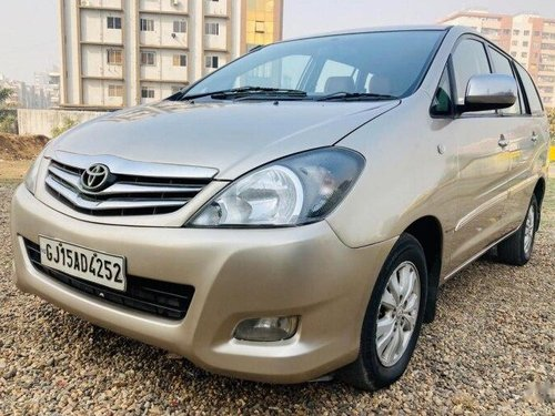 Used 2011 Toyota Innova MT for sale in Surat -10